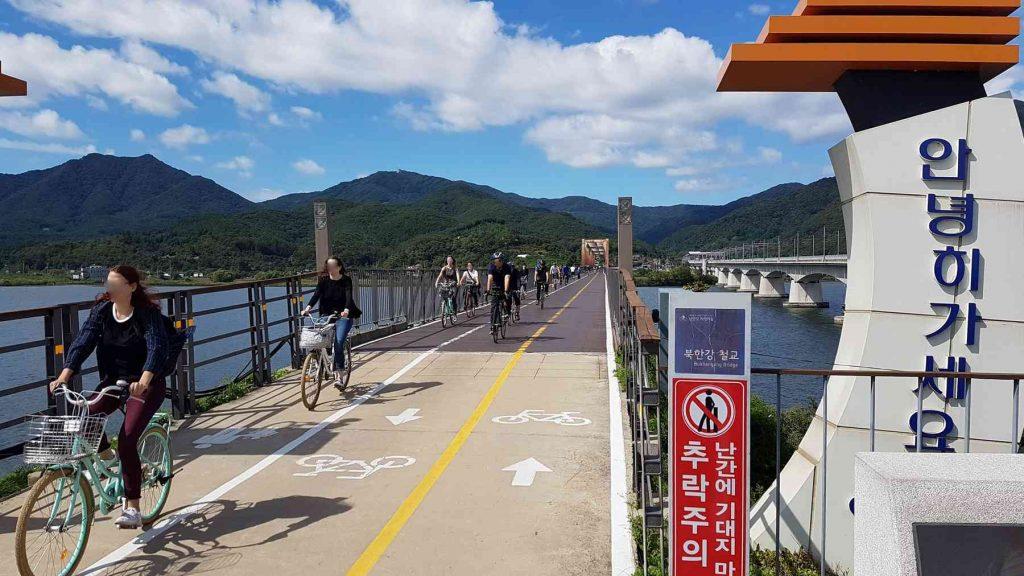 Bike riders on the Bukhangang Bridge