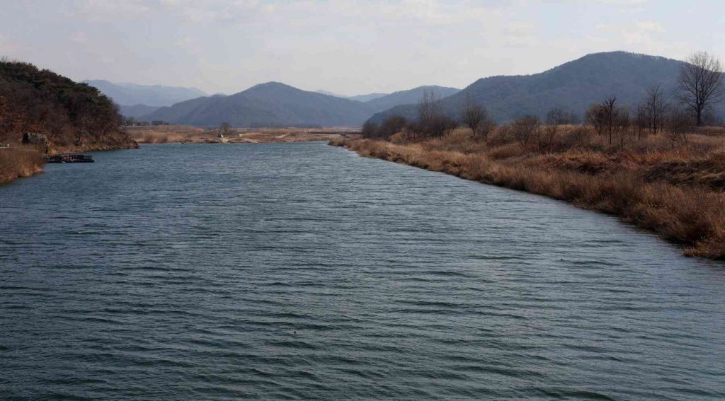 A photo of the Han River near the city of Yeoju in South Korea.