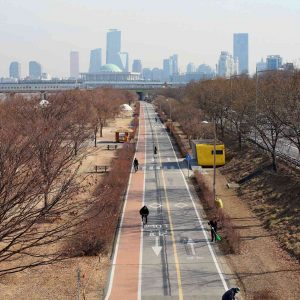 A picture of the Hangang Bicycle Path through Seoul in South Korea.