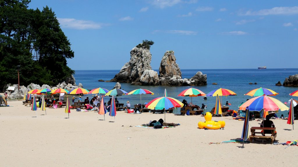 A picture of Chuam Beach (추암해변) near the city of Donghae (동해).