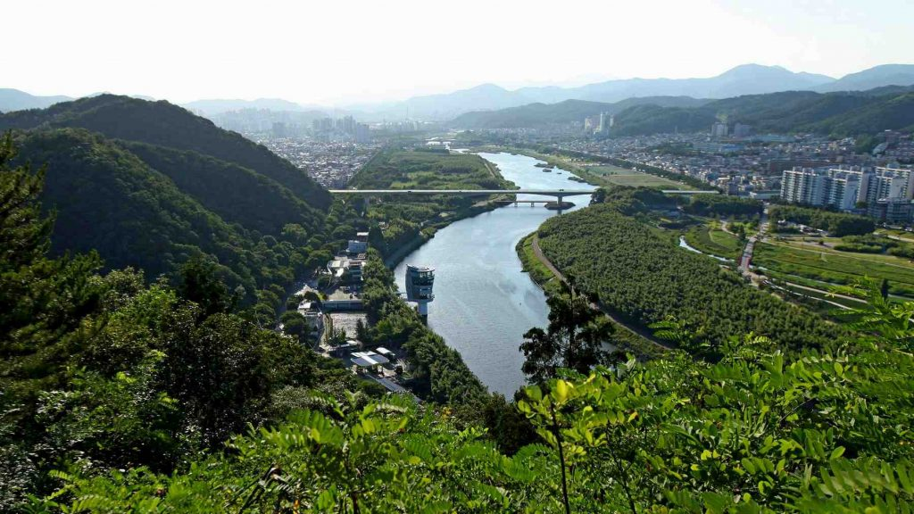 A view of the bike path along the Taehwa River (태화강) bike path in Ulsan, (울산).