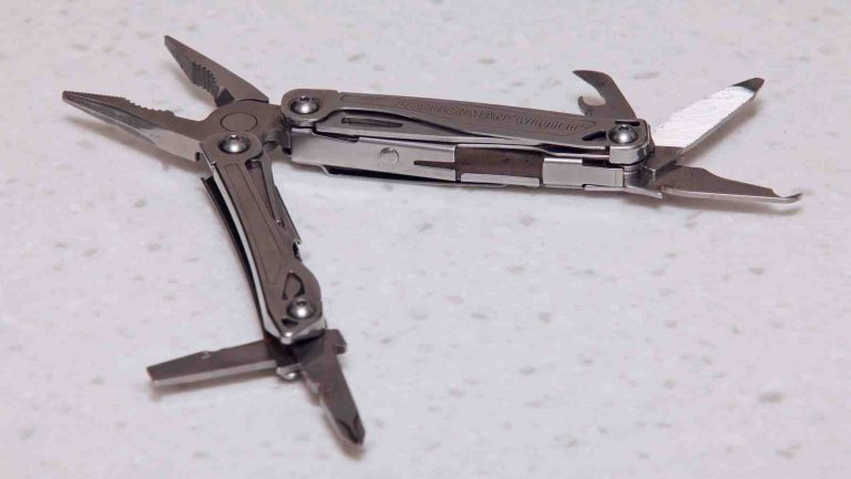 A picture of a multi-tool.