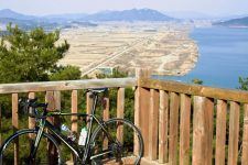 Nakdonggang-Bike-Path-Sangju-Gumi-Overview-and-Bike-near-Gyeongcheondae-Terrace