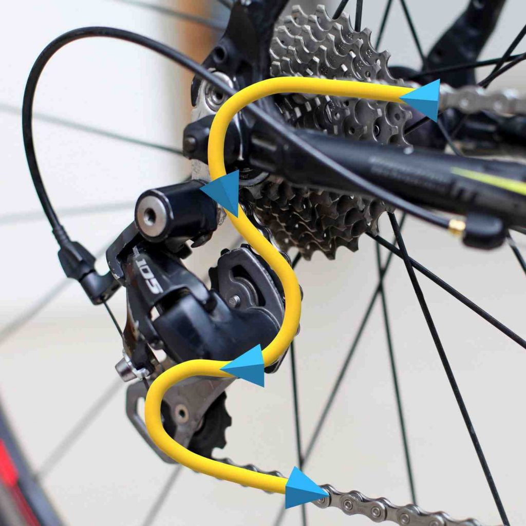 A picture of a chain threaded through a bicycle's rear derailleur.