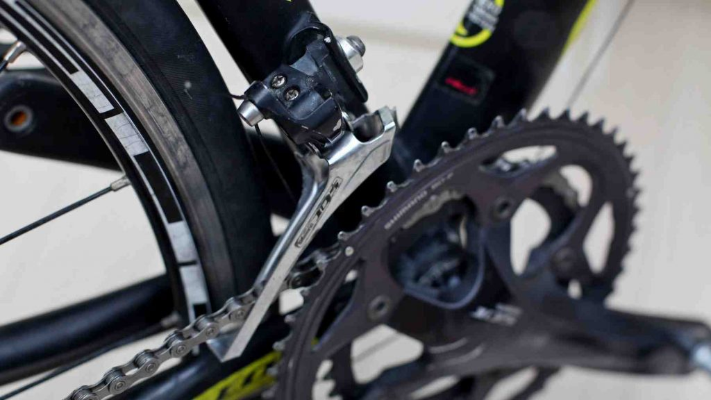 A picture of a bike's front derailleur.