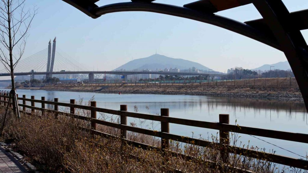 A picture of Gyeyang Mountain (계양산) in Incheon, South Korea.