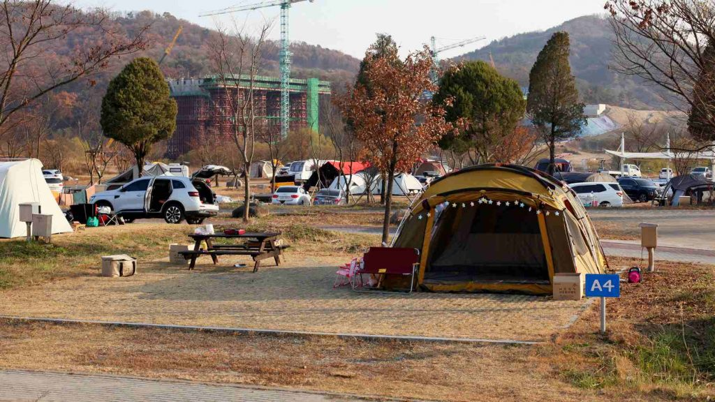A picture of a commercial campsite for in South Korea.