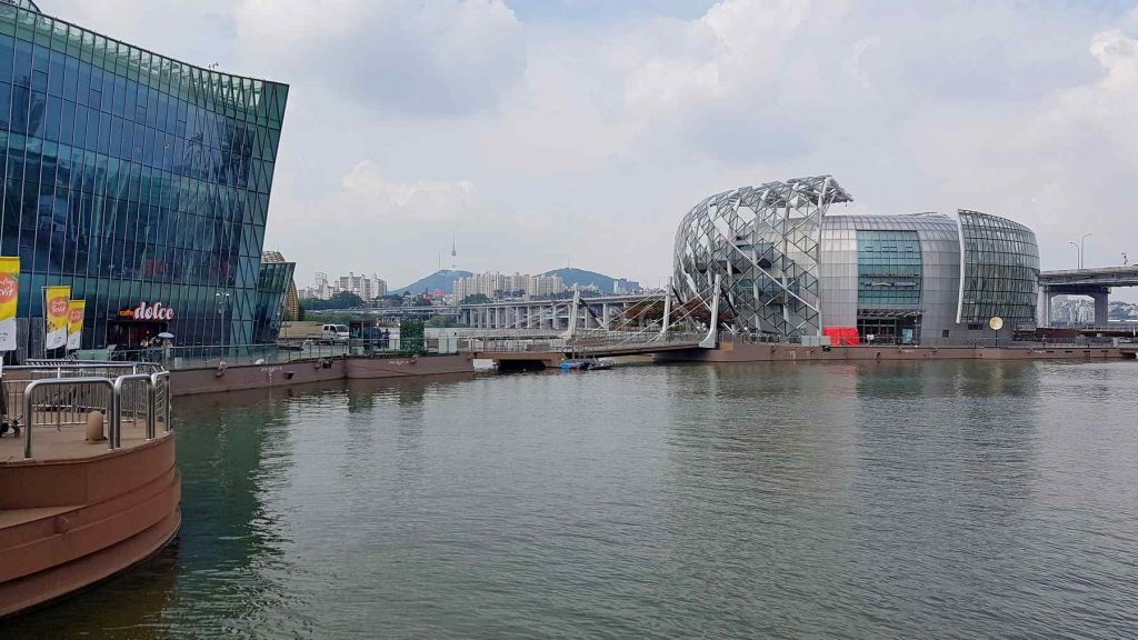 A picture of Some Sevit (세빛섬) on the Han River in Seoul.