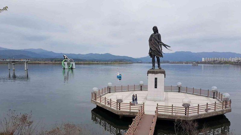 Chuncheon ⟷ Hanam Woman Statue Lake