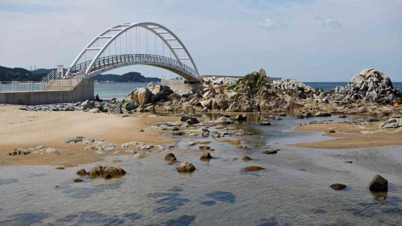 Gangneung ⟷ Sokcho Bridge Over Calm Waters.