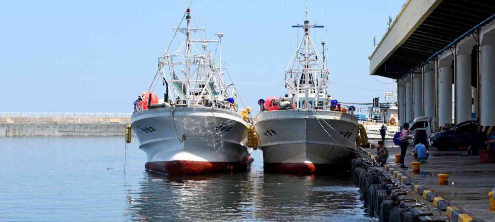 Gangneung ⟷ Sokcho Two Fishing Boats