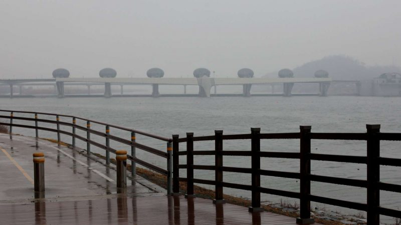 A picture of Ipo-bo weir along the Hangang Bicycle Path in South Korea.