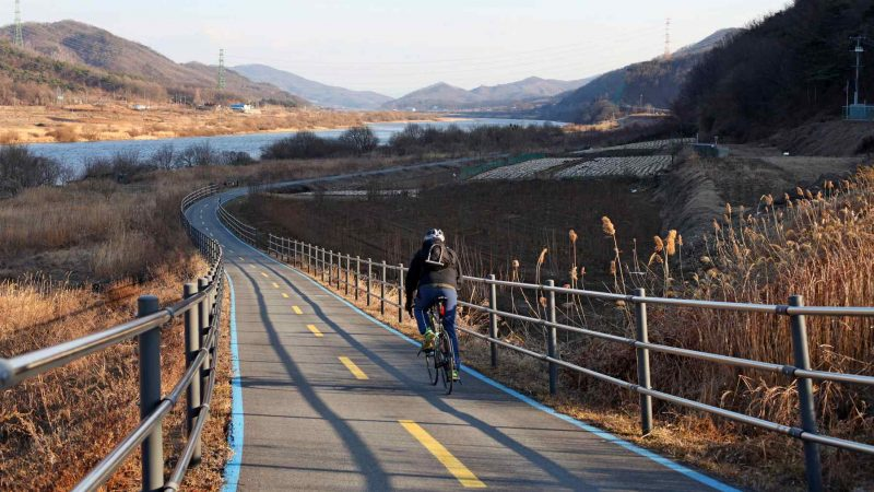 A picture of a rider riding along the cross-country bike path near the city of Yeoju in South Korea.