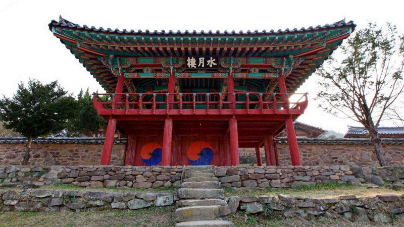 Nakdonggang-Bike-Path-Daegu-Namji-Dodong-Seowon-Confucian-Academy-Gate