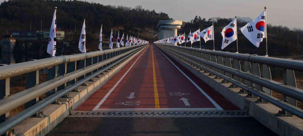 Nakdonggang-Bike-Path-Sangju-Gumi-Sangju-bo-Bike-Path-and-Korean-Flags