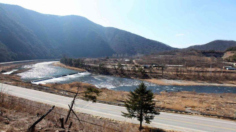 Saejae-Bike-Path-Chungju-Sangju-Jinnamgyoban-Horshoe-Bend-Overview