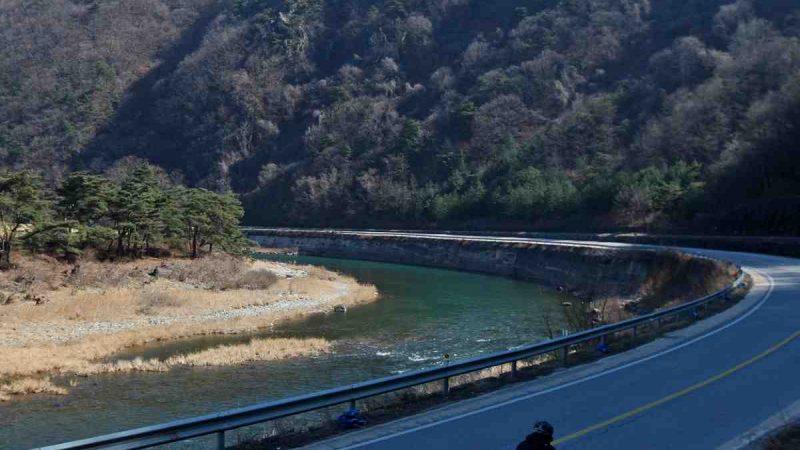 Saejae-Bike-Path-Chungju-Sangju-Jinnamgyoban-River-Bend