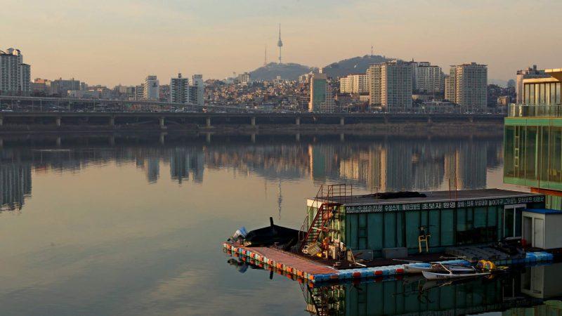 Han River at sunset in Seoul.