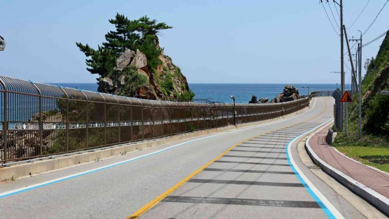Sokcho ⟷ Daejin Winding Road and Ocean