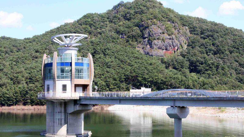 Yeongsangang Bike Path - Damyang Gwangju - Damyang Dam on Damyang Lake and Mountain